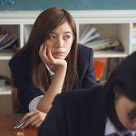 日本人は人目を気にしすぎるが海外の人はどうなのか?